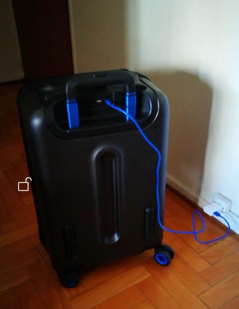La valija necesita de una carga previa.