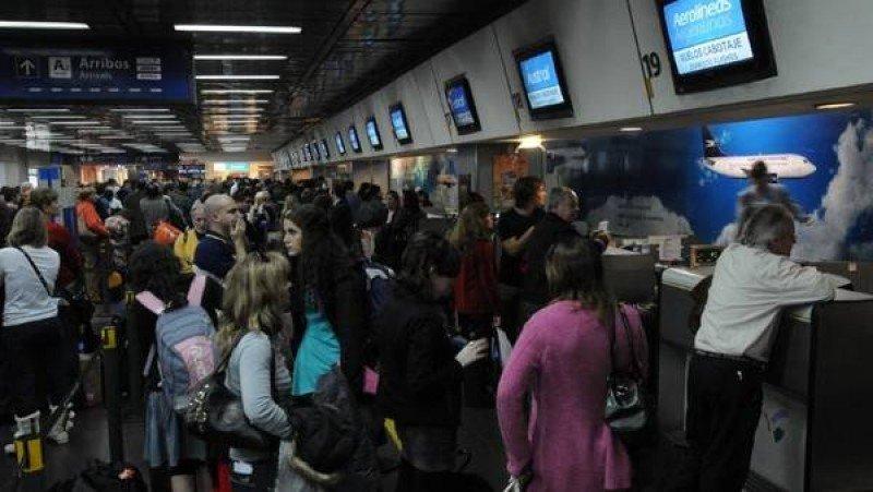 Argentina: aerolíneas preparan planes de contingencia por el paro de la CGT