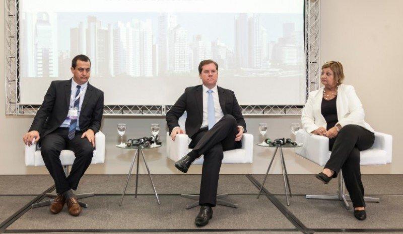 Alejandro Lastra, Marx Beltrao y Liliam Kechichian en la mesa ministerial de WTM LAT 2017.