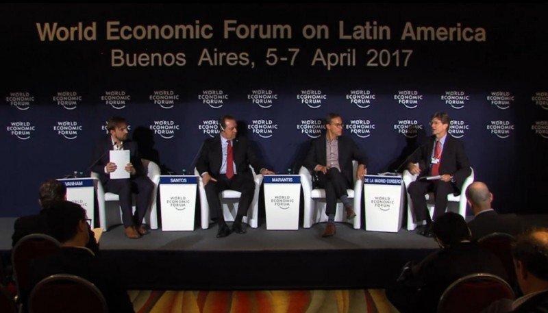 Conferencia en el Foro Económico.