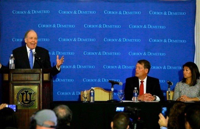El equipo de representantes legales de David Dao anunció las acciones en conferencia de prensa en Chicago. Foto: The Daily Star.