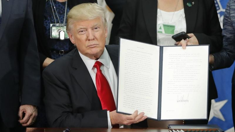 El veto de Trump y los incidentes con aerolíneas dañan el turismo a EEUU