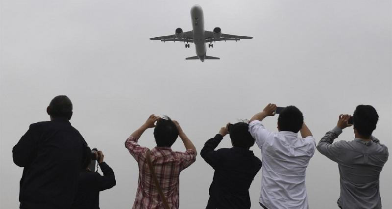 Despegue del C919, en medio del entusiasmo del público (Foto: AP).