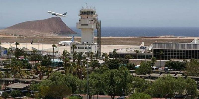 """El Aeropuerto de Tenerife Sur obtiene el certificado de """"Torre Avanzada"""" (Foto: Efe)."""