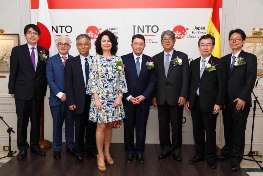 La secretaria de Estado de Turismo, Matilde Asián, y el secretario general de la OMT, Taleb Rifai, participaron en la inauguración de la oficina de turismo de Japón (fotografía de Iván Sánchez).