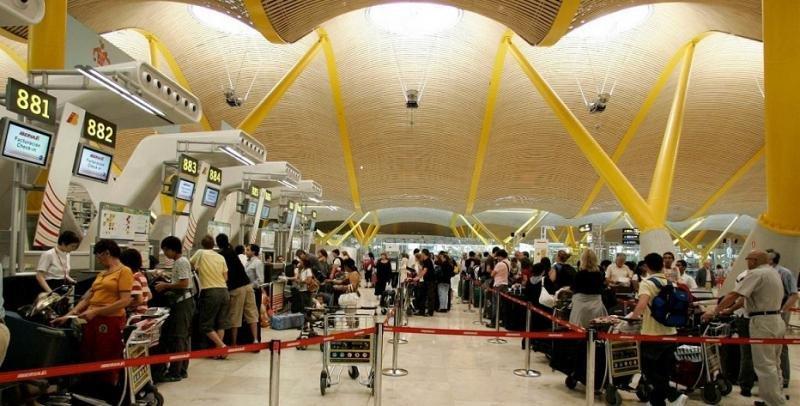 Madrid-Barajas se mantiene como el primer aeropuerto de España por tráfico de pasajeros (Foto: Efe).