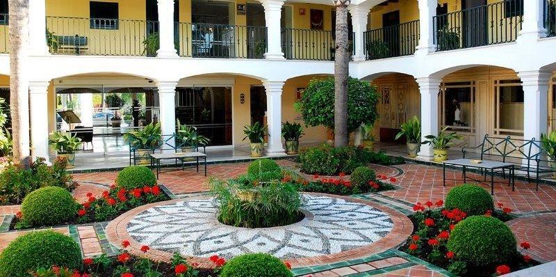 Los hoteles andaluces cerrarán el semestre con ligero descenso de estancias