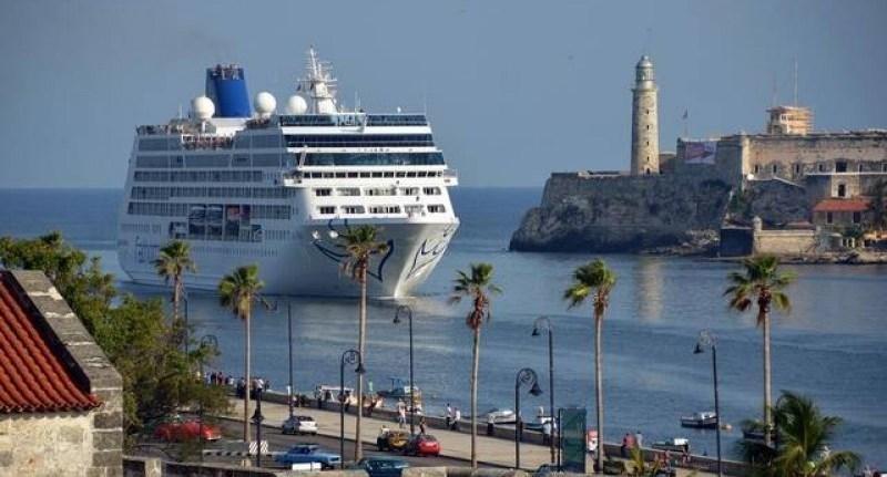 El barco Adonia de Carnival a su llegada a Cuba.