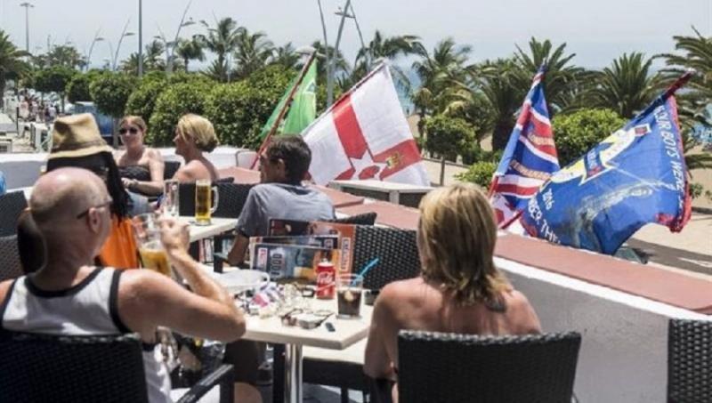 Turistas británicos (Foto: EFE/JAVIER FUENTES).