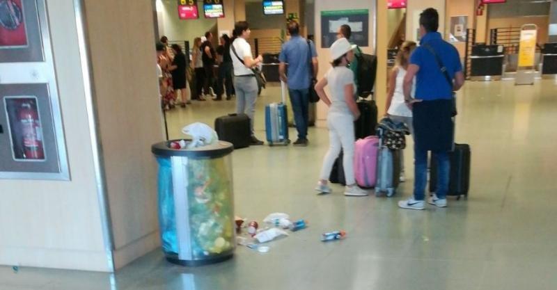 Interior del Aeropuerto de Ibiza.