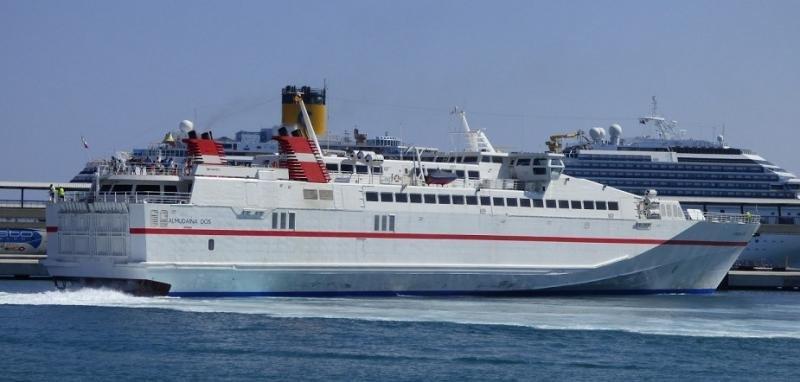 El buque de alta velocidad Almudaina Dos opera la ruta Gandía-Ibiza.