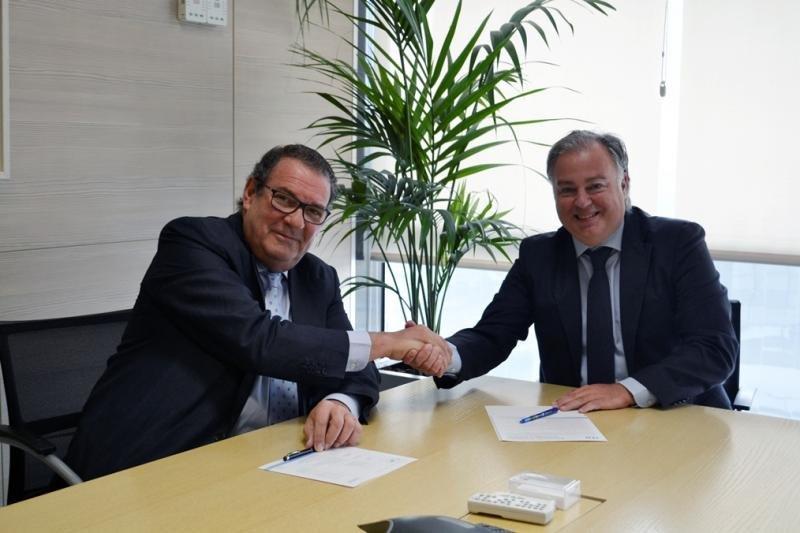 De izq. a dcha, Joan Molas, presidente del ITH, y Fernando Cuesta, director general de Amadeus España y Portugal.
