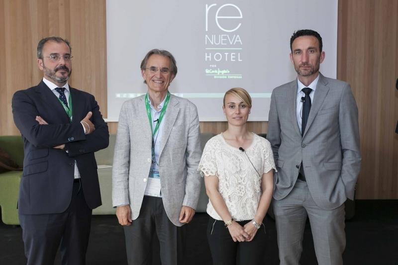 Los participantes en la mesa y el moderador (de Izq. a Da.): Juan Ignacio Pardo (Meliá), Jaume Nebot (Protur), Helena Guitart (Garden) y Manuel Molina (Hosteltur).