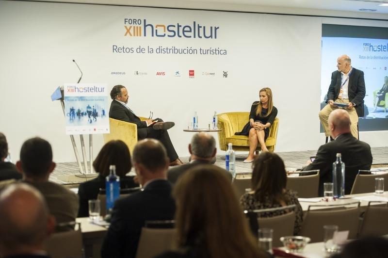 Miguel Ángel Jiménez, CEO de Tripsum.com, moderó el debate en el que participaron Eva Blasco, vicepresidenta de CEAV y Pablo Caspers, Chief Air Supplier