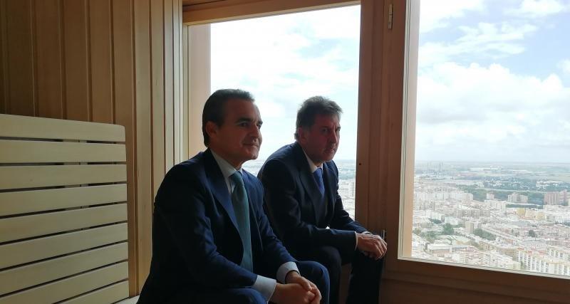 Amancio López y Rafael Herrador en el spa, a 150 metros de algura.