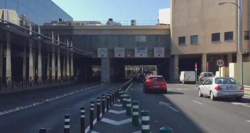 Los paros dejan sin taxis aeropuertos y estaciones de Madrid y Barcelona (Foto: Efe).