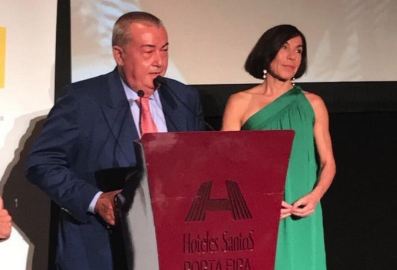Bernardo Quetglas recibió el premio de manos de la directora general de Turismo de Baleares, Pilar Carbonell