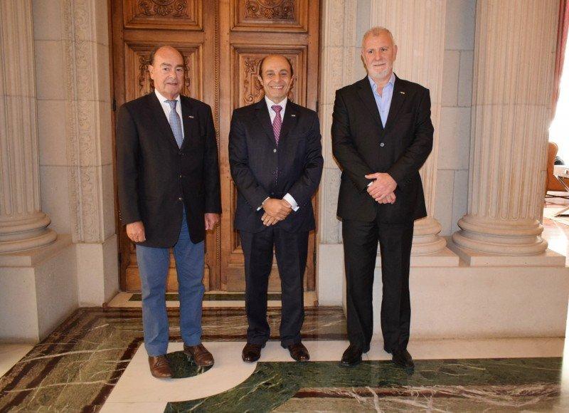 De izq a der: José María Candioti (vicepresidente II AHT), Aldo Elías (presidente AHT) y Sergio González (Director Ejecutivo)