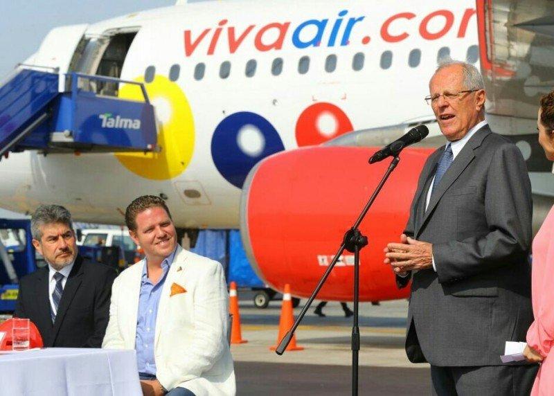 El presidente peruano Pedro Pablo Kuczynski asistió a la inauguración de las operaciones de Viva Air Perú.