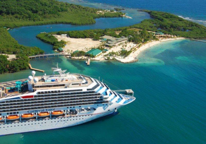 Roatán concentra las llegadas de cruceros en la costa caribeña de Honduras.
