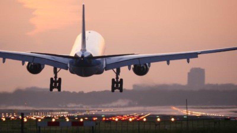 Canadá propone prohibir expulsión de pasajeros de vuelos comerciales