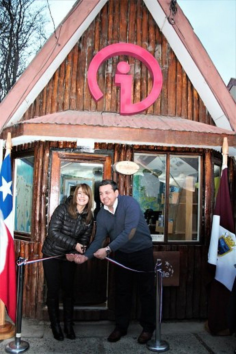 Inauguración de la Oficina de Información Turística de Puerto Williams. Foto: Sernatur