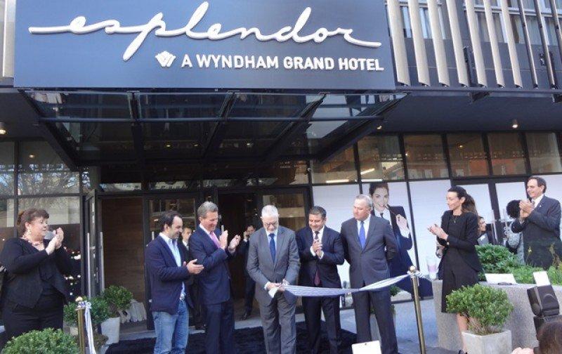 En el corte de cinta participaron los principales ejecutivos de Wyndham, Fën y el subscretario de Turismo de Uruguay, Benjamín Liberoff.