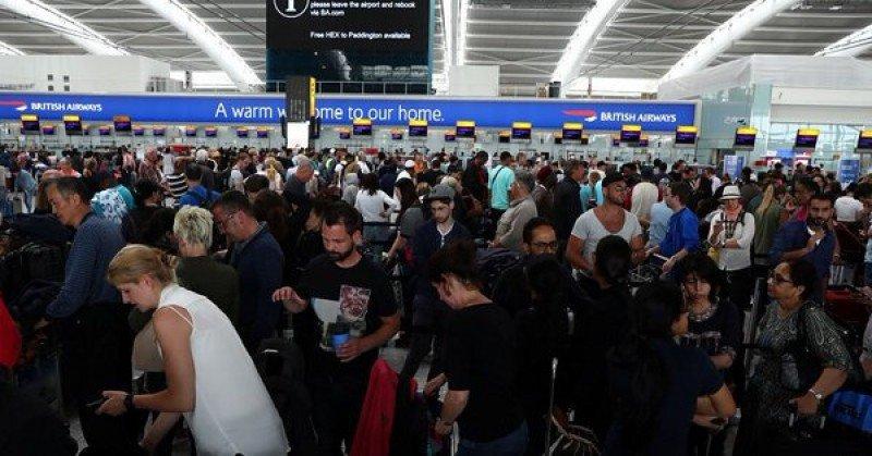 El domingo fue otro día de caos en los aeropuertos de Londres debido a la falla en el sistema de British Airways.