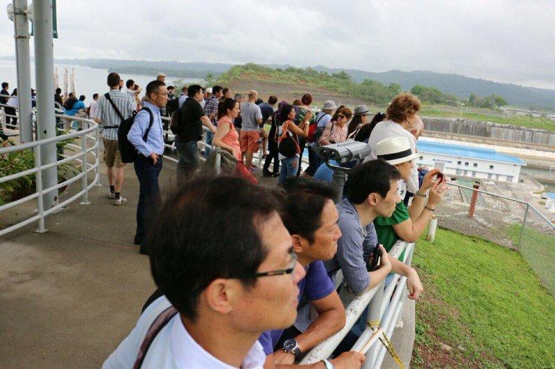 Operadores internacionales visitaron las nuevas esclusas del Canal de Panamá y conocieron de primera mano otros destinos del país. Foto: ATP Panamá