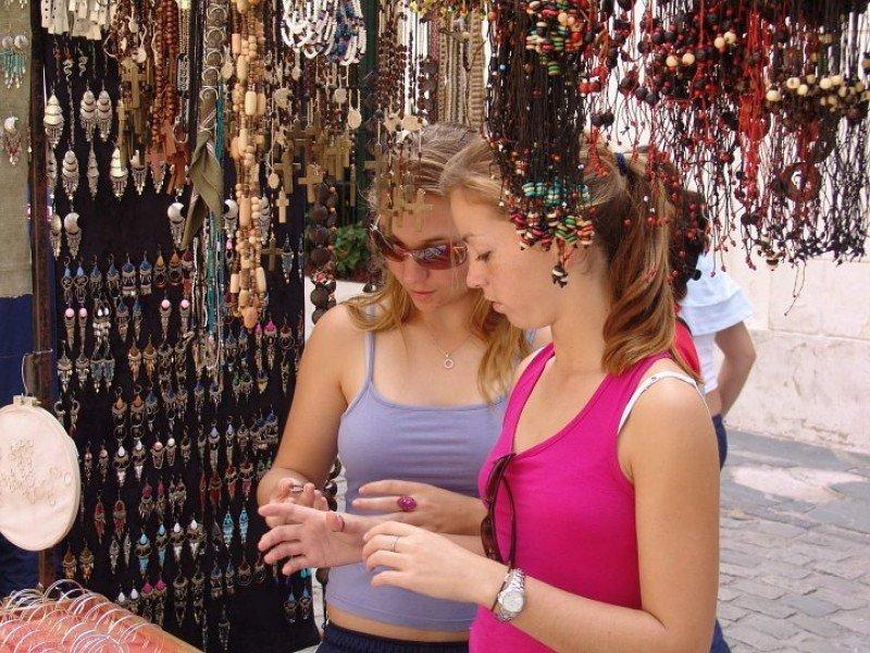 Uno de los principales atractivos de los turistas son los productos artesanales.