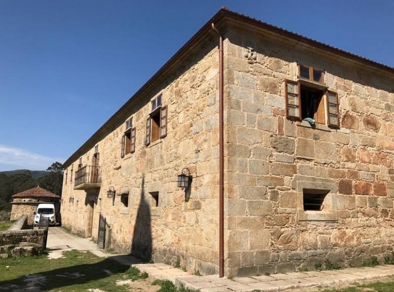 Reinauguran como hostel la casa rectoral del monasterio gallego de Moraime