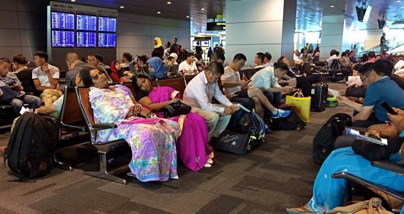 Miles de pasajeros afectados por la ruptura en el mundo árabe (Foto: Agencia AP/ Hadi Mizban).