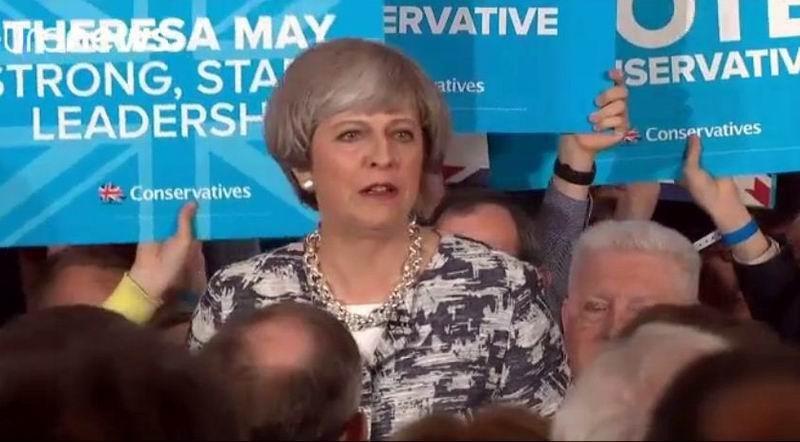 Theresa May habría perdido la mayoría absoluta en el Reino Unido