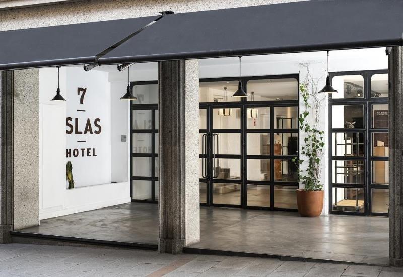 El 7 Islas Hotel estrena nueva imagen basada en materiales robustos como la madera y el acero.