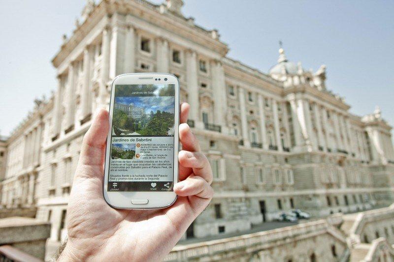 Las infraestructuras de grandes ciudades, como Barcelona o Madrid (en la imagen), están mejor preparadas para un uso masivo de internet móvil.