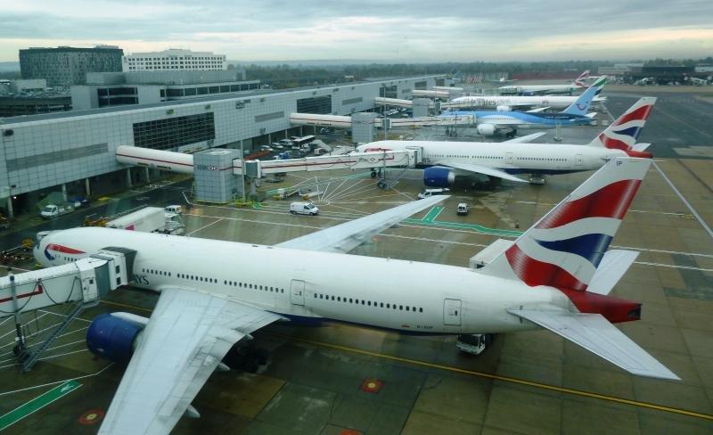 Aviones en el aeropuerto de Gatwick Londres.