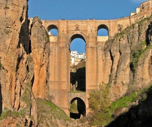 Ronda (Málaga) uno de los municipios turísticos de Andalucía, tendrá dos años para adaptarse a la nueva regulación aprobada por el Consejo de Gobierno.