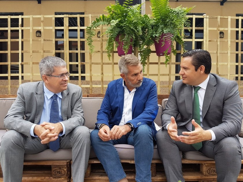 En el encuentro participaron los alcaldes de Arona, José Julián Mena; de Adeje, José Miguel Rodríguez Fraga, y de San Bartolomé de Tirajana, Marco Aurelio Pérez.
