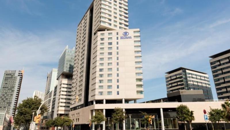 AXA paga 80 millones por el 55% del Hilton Diagonal Mar