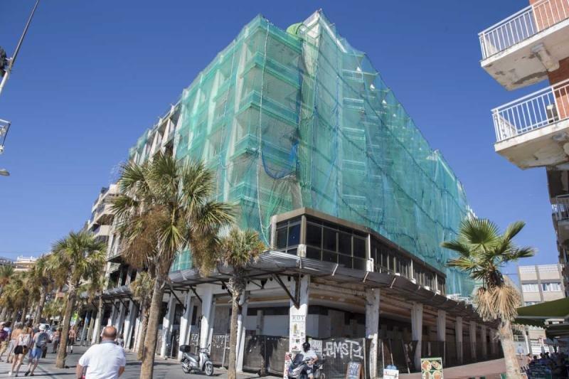 El hotel lleva una década cerrado. Fotografía: Alicante Plaza.
