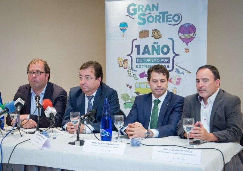 El presidente de la Junta de Extremadura, Guillermo Fernández Vara, dio el pistoletazo de salida a la campaña.