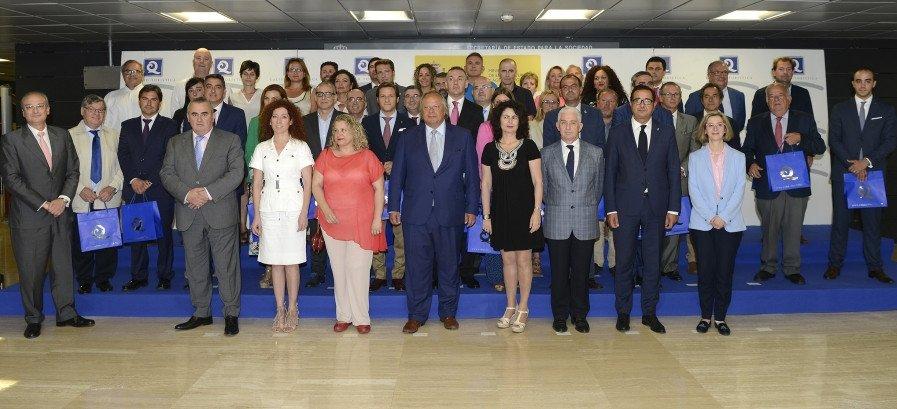 El presidente del ICTE, Miguel Mirones, y la secretaria de Estado de Turismo, Matilde Asián, entregaron ayer las Banderas Q a los Ayuntamientos que han logrado certificar sus playas, en un acto celebrado en la sede de la Secretaría de Estado de Turismo.