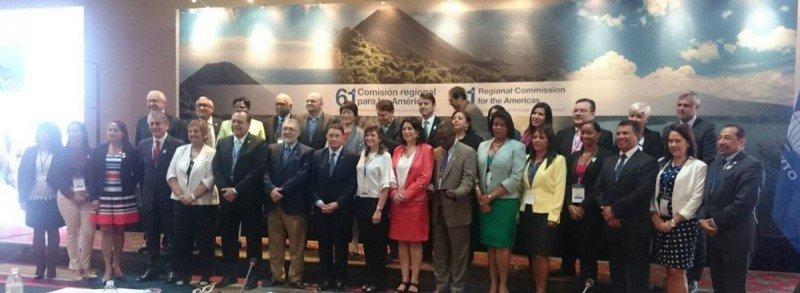 Foto de familia de las autoridades regionales participantes en el Consejo de la OMT.