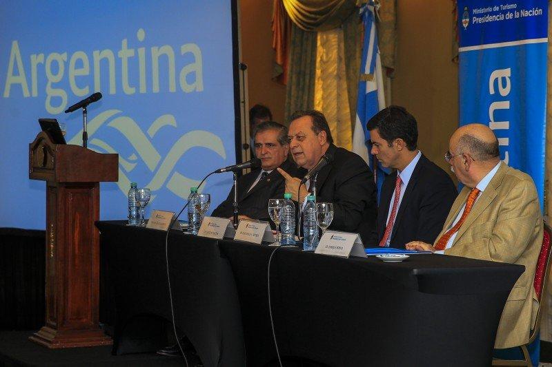 El ministro Gustavo Santos encabezó la presentación de los resultados del Observatorio Económico de Turismo de Reuniones.