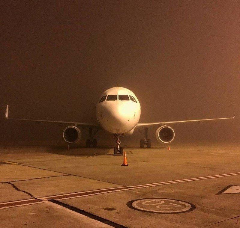 Niebla en el aeropuerto de Rosario este viernes. Foto: @ferchoarriola