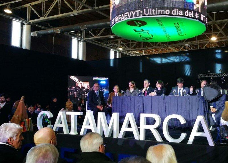 El ministro Santos participa en el Congreso Anual de FAEVYT en Catamarca.