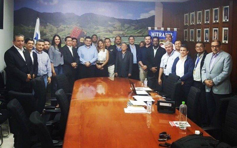Delegados de Copa, de los pilotos y el Ministerio de Trabajo de Panamá tras el acuerdo celebrado en la última madrugada.