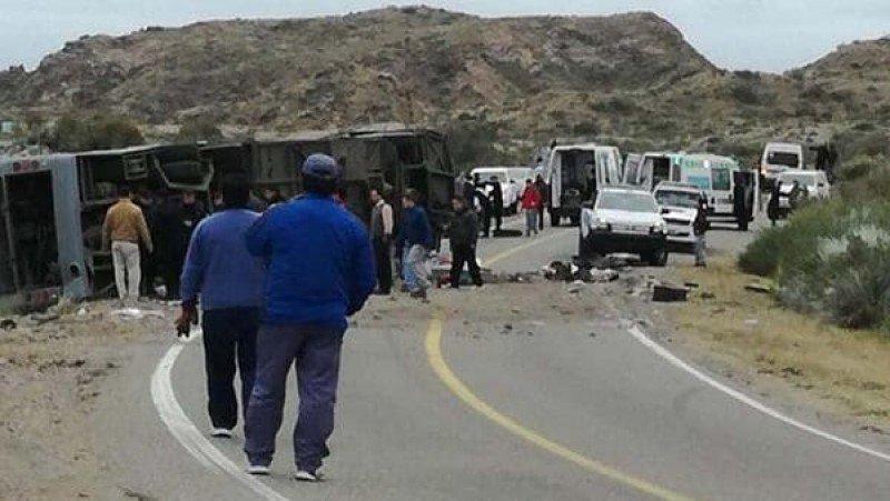 Mendoza: al menos 15 muertos por el vuelco de un micro inhabilitado