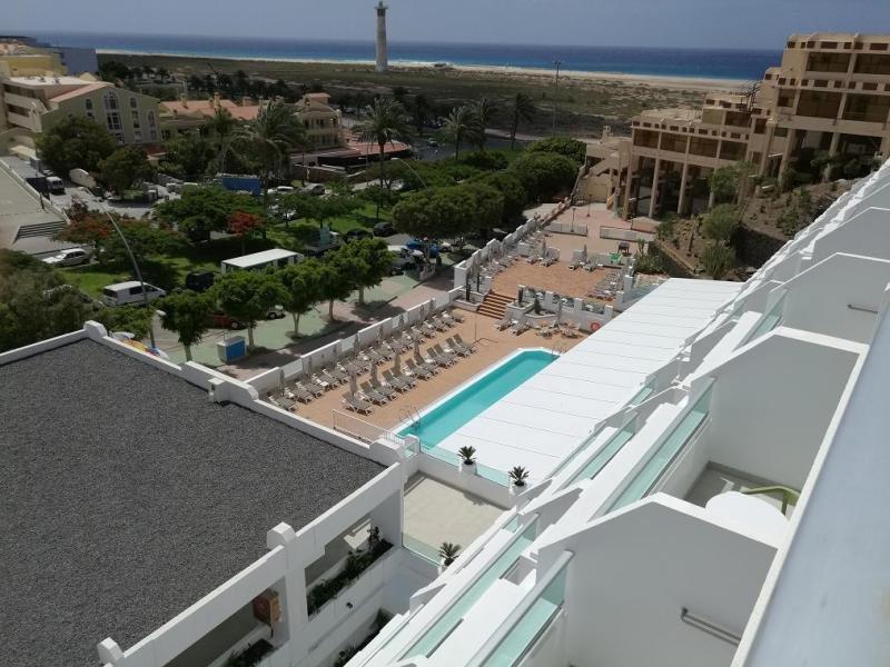 El hotel se encuentra sólo a 250 metros de la playa de Jandía, con espectaculares vistas al mar.