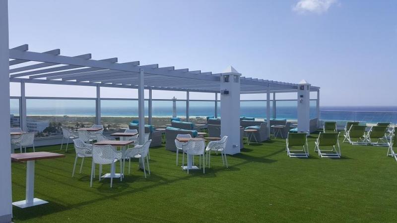 Tras la reforma el establecimiento dispone de una terraza en la azotea desde la que poder contemplar las puestas de sol.